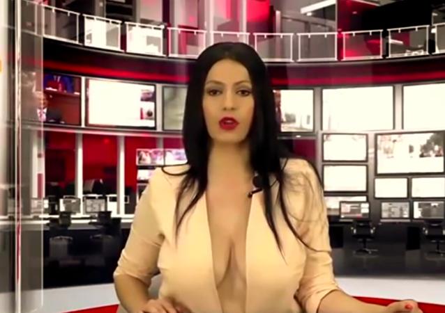 مذيعة ألبانية