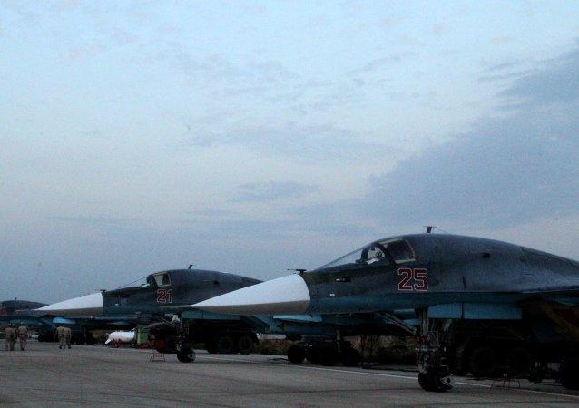 المقاتلات سو - 34 في القاعدة العسكرية الروسية في اللاذقية