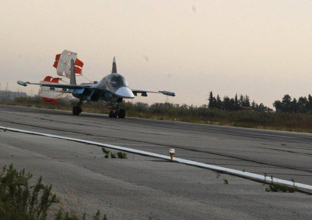 المقاتلة سو - 34 في القاعدة العسكرية الروسية في اللاذقية