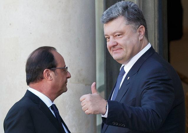 الرئيس الأوكراني بيوتر بوروشينكو والرئيس الفرنسي فرانسوا هولاند
