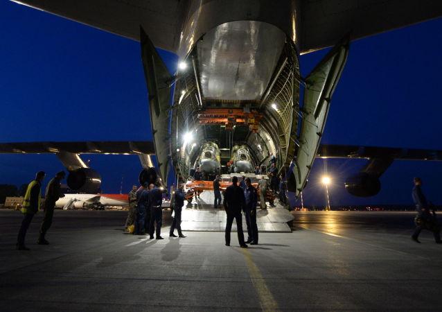طائرة النقل العسكري آن- 124-100 روسلان