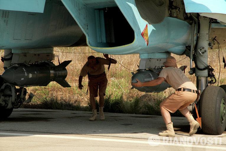 العسكريون الروس يعدون الطائرات للقتال