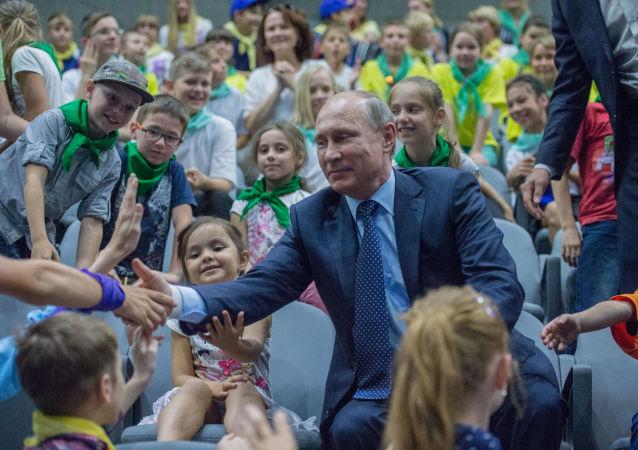 الرئيس الروسي فلاديمير بوتين في مركز علوم البحار والأحياء البحرية في موسكو