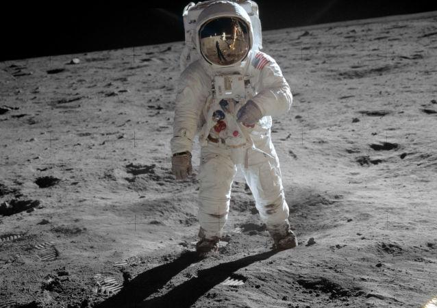 صعود الأمريكان على القمر