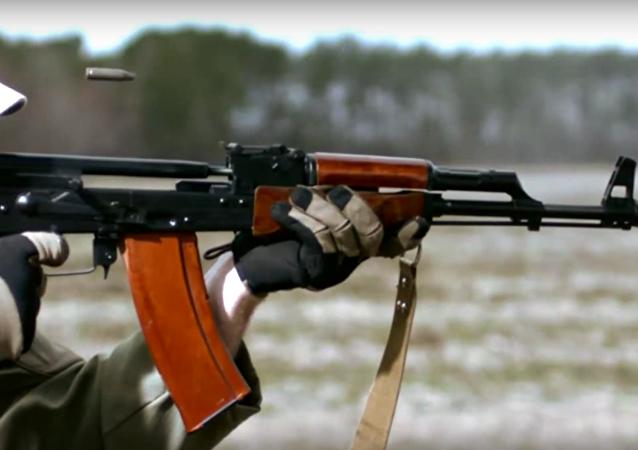 بندقية كلاشينكوبالتصوير البطيء