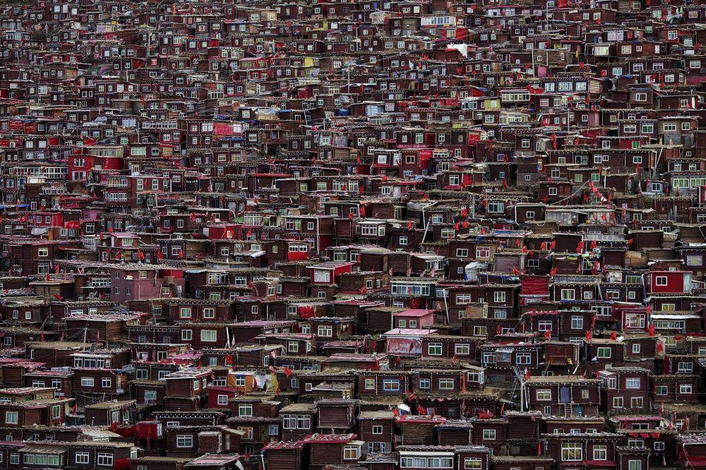 بيوت الرهبان البوذيين في لاورينغ غار في التبت
