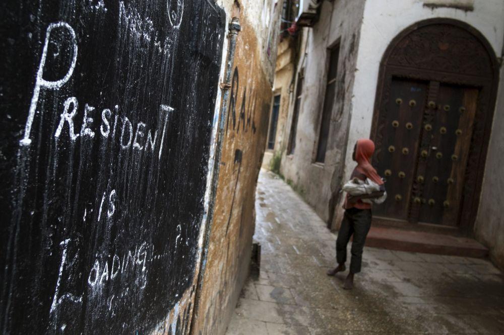 جرافيتي جاري تحميل الرئيس! في زنجبار