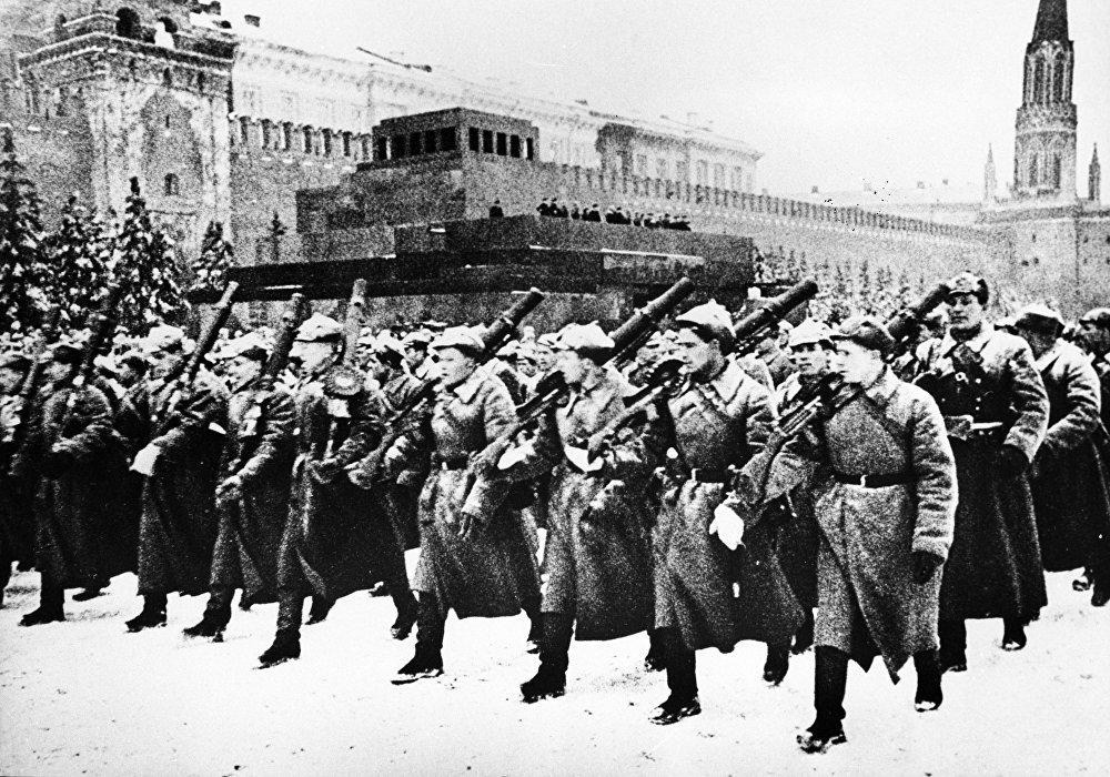 عرض عسكري في موسكو في السابع من نوفمبر 1941