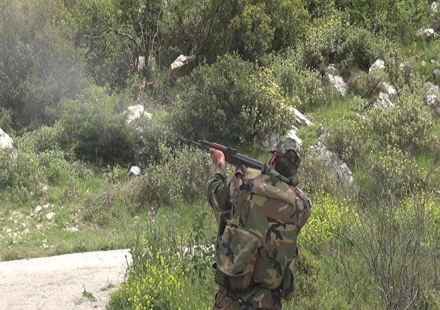 جندي سوري في اللاذقية