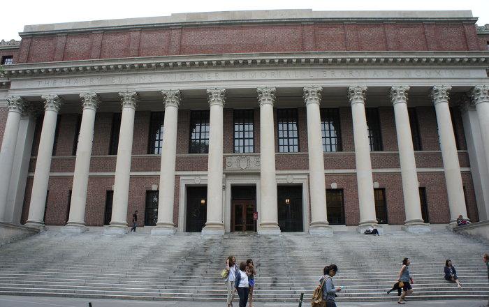 أمريكا تعمل على سحب التأشيرات الدراسية من الطلاب الأجانب