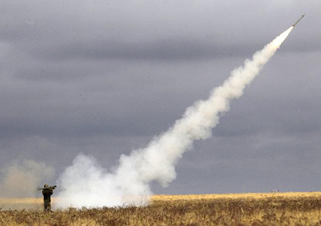 تمرين إطلاق صاروخ مضاد للطائرات