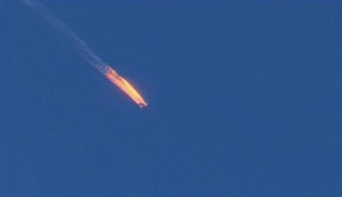 سقوط طائرة مشتعلة على الحدود السورية التركية