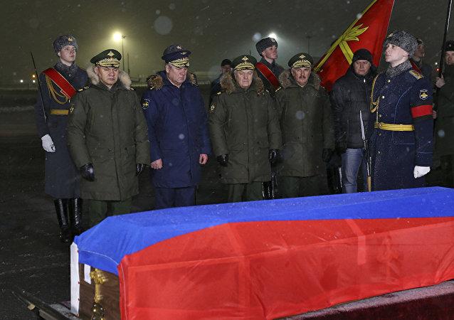 شويغو يستقبل جثمان الطيار الروسي
