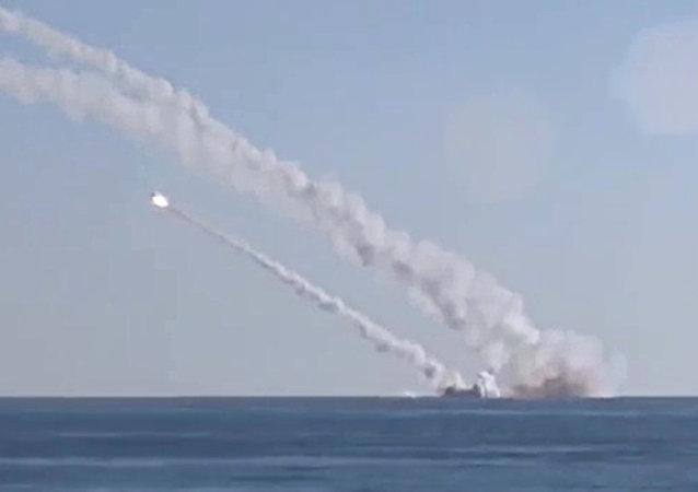 غواصة روستوف نا دونو تطلق صواريخ كاليبر
