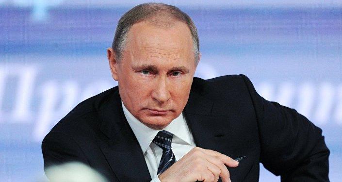 الرئيس فلاديمير بوتين أثناء المؤتمر الصحفي
