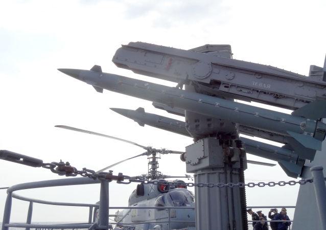 صواريخ الدفاع الجوي على متن طراد موسكو