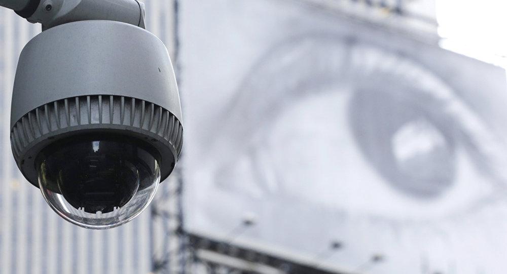 اختراع جديد : نظارات تمحو الوجوه من كاميرات المراقبة