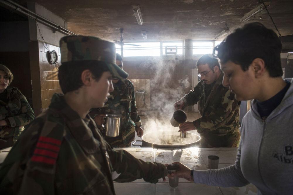 فتيات الأكاديمية العسكرية فى دمشق