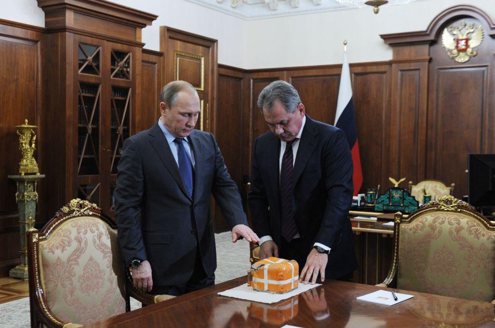 الرئيس بوتين يجتمع بوزير الدفاع الروسي سيرجي شويغو لتفقد الصندوق الأسود