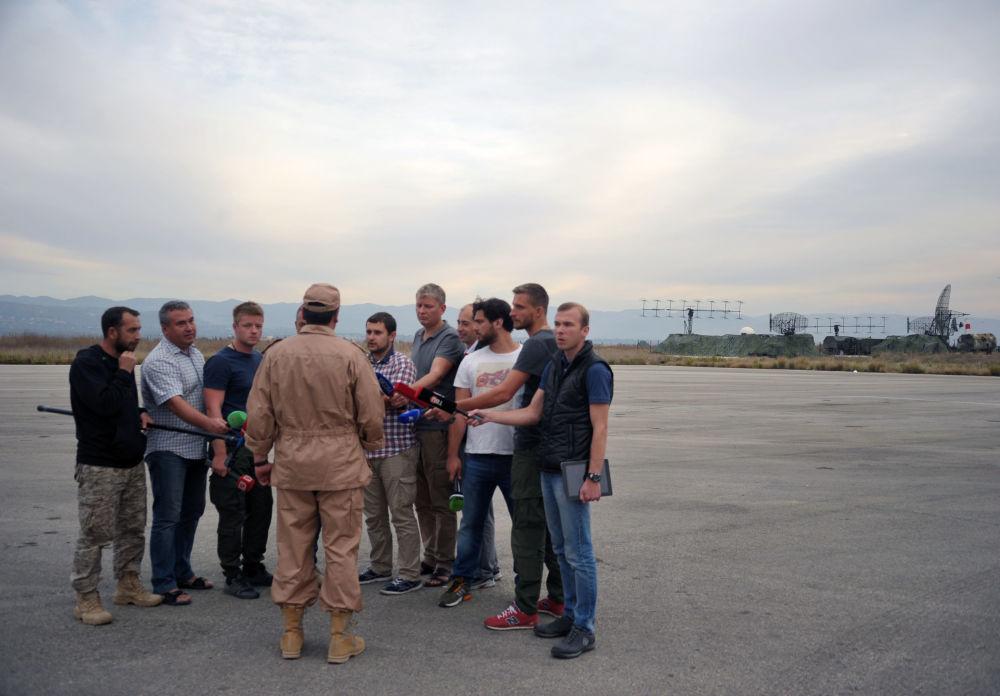 طيار القاذفة الروسية سو - 24 الذى تم انقاذه القائد كونستانتين موراختين