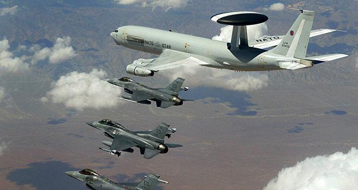 """21 معلومة عن طائرات الإنذار المبكر """"إيواكس"""""""