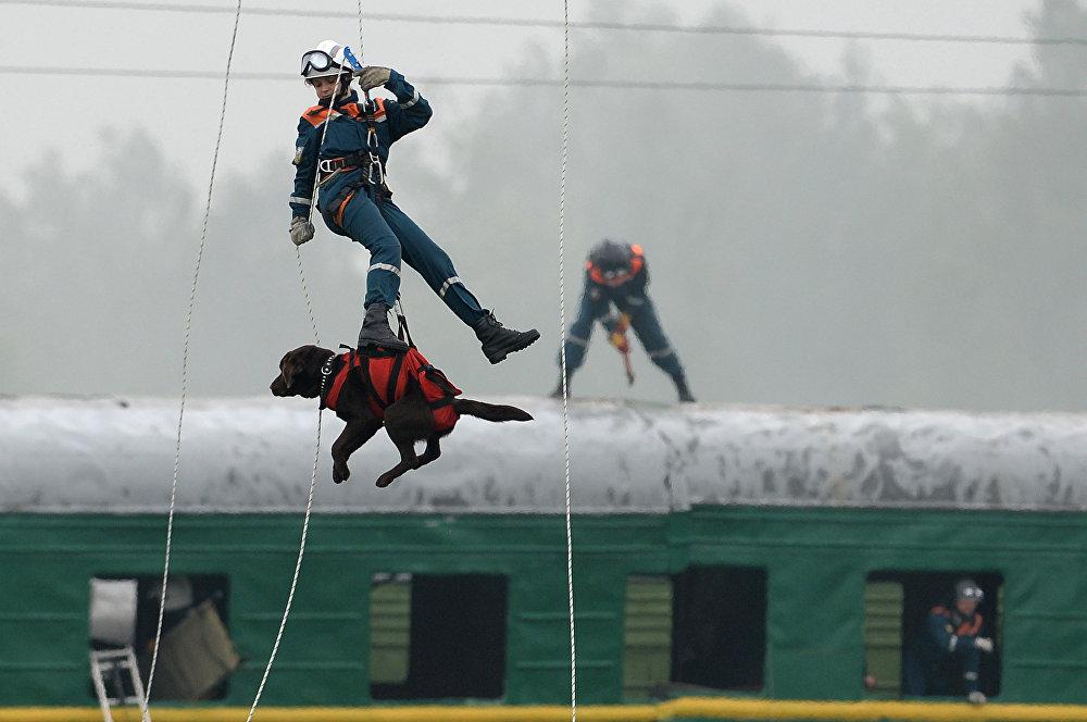 قاهرو الكوارث، منقذو الناس: موظفو الطوارئ في روسيا