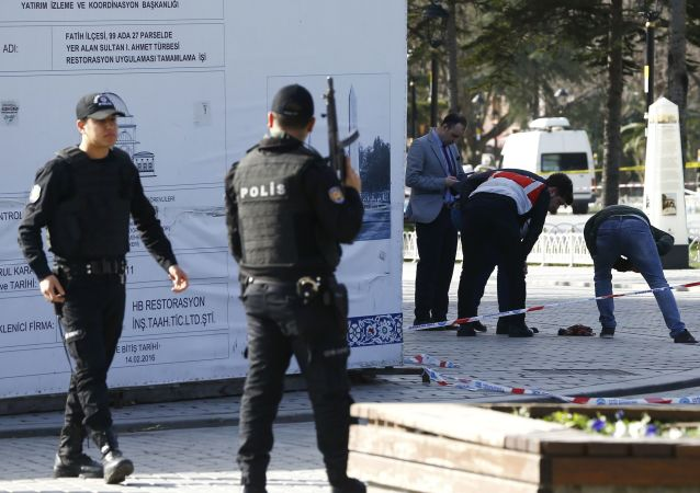 الشرطة في مكان الانفجار في وسط اسطنبول