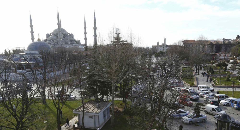 الشرطة بالقرب من المسجد الأزرق في اسطنبول
