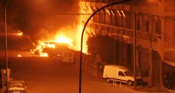 مسلحون يحتجزون رهائن في فندق في واغادوغو عاصمة بوركينا فاسو
