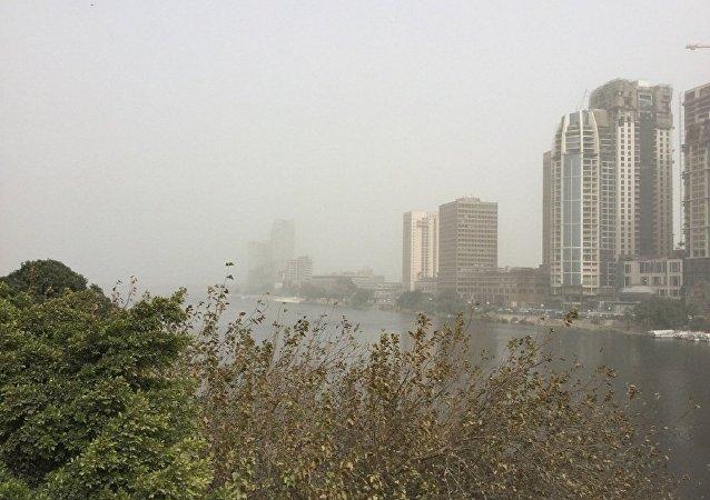 عاصفة ترابية تجتاح شوارع القاهرة