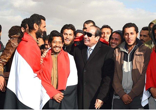 السيسي يستقبل العائدون من ليبيا