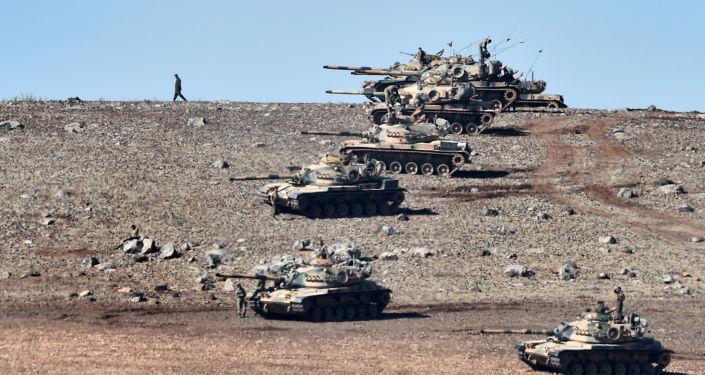 دبابات تركية على الحدود التركية السورية