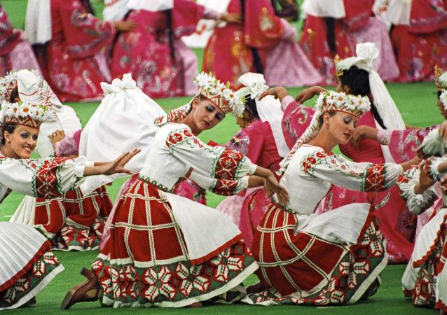 رقصة صداقة الشعوب في افتتاح أولمبياد موسكو 1980