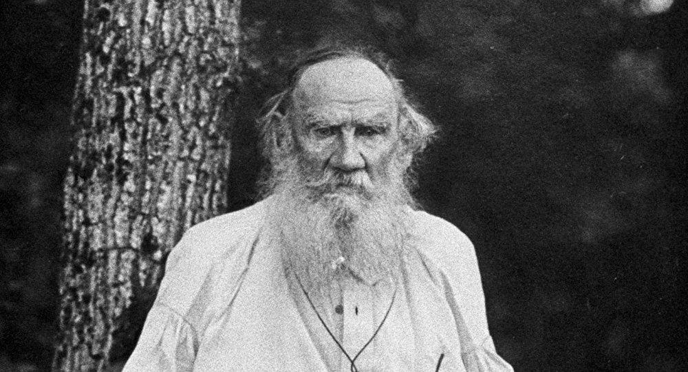 الكاتب ليف تولستوي