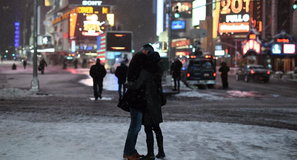 منها المكافأة بقبلة... 9 نصائح لحياة زوجية سعيدة