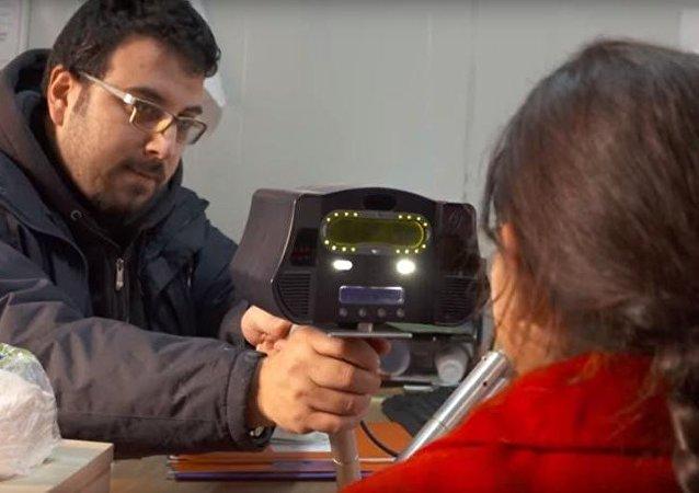 نظام جديد لحصول اللاجئين السوريين على المساعدات عن طريق مسح العين