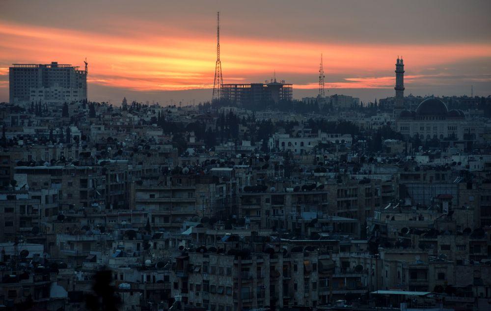 غروب الشمس في مدينة حلب، سوريا