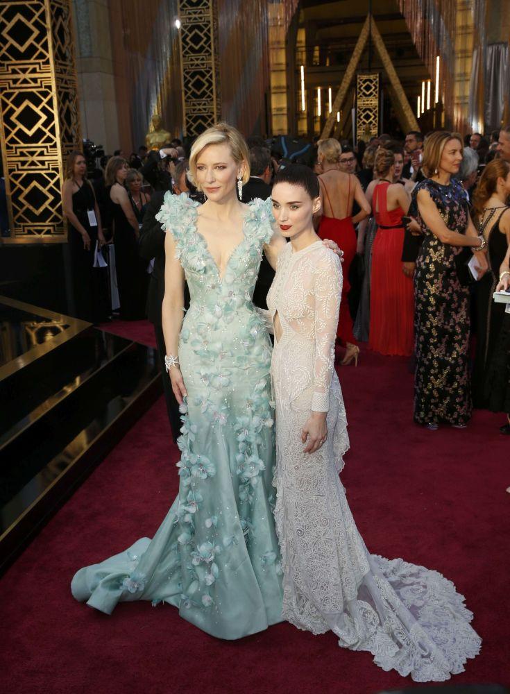 الممثلة كيت بلانشيت وماريا روني قبيل بدء مراسم الحفل الـ 88 لتوزيع جوائز أوسكار لعام 2016، 28 فبراير/ شباط 2016.