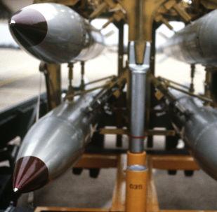 قنابل نووية