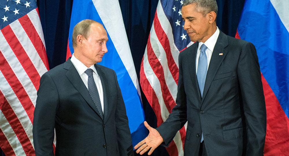 الرئيس الروسي فلاديمير بوتين والرئيس الأمريكي باراك أوباما أثناء لقائهما على هامش الدورة الـ70 للجمعية العامة للأمم المتحدة