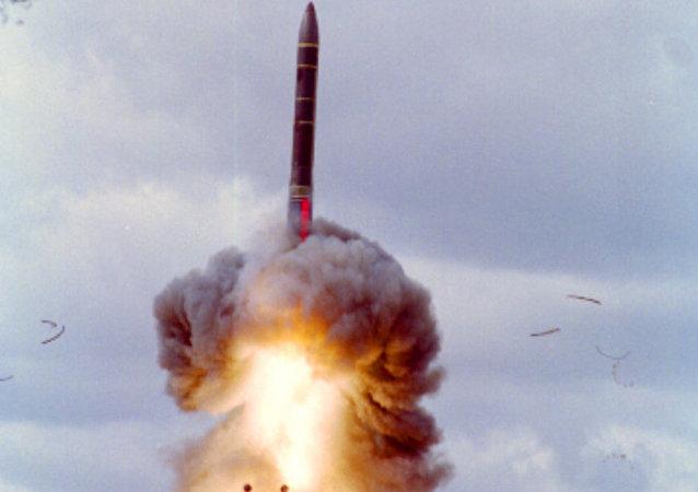 إطلاق صاروخ يارس