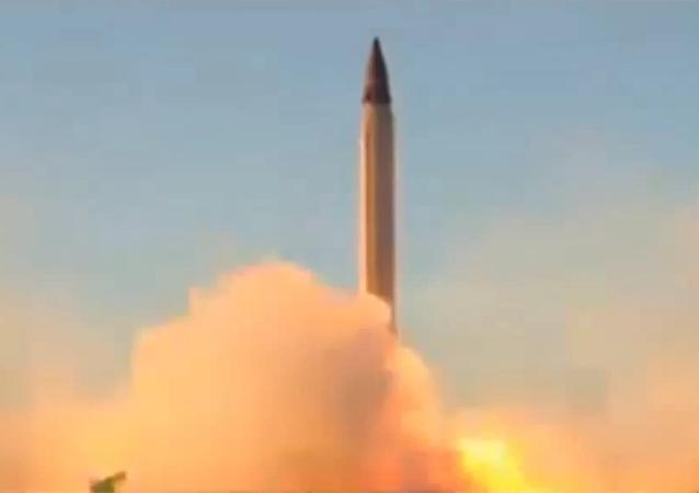 إيران تجري مناورات صاروخية