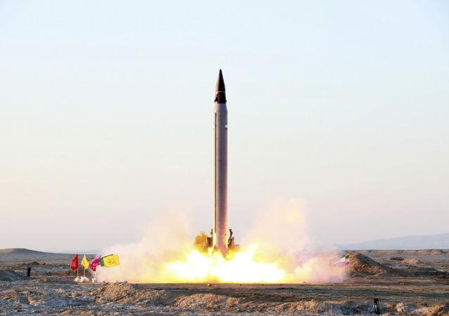 إطلاق صاروخ بالستي إيراني