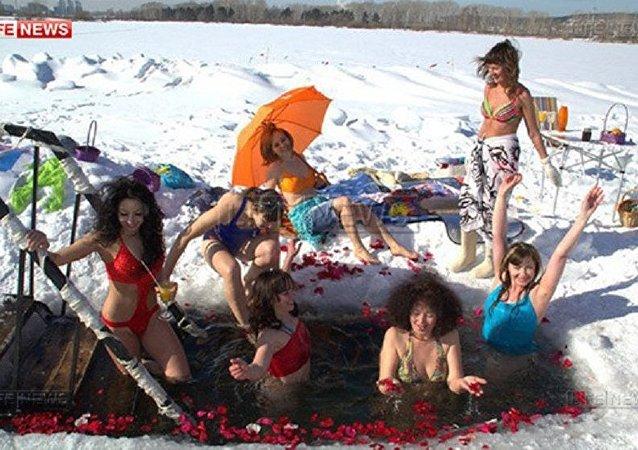 روسيات يحتفلن بعيد المرأة