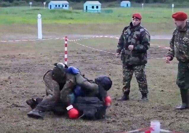 ماذا يحدث عندما يتعارك جنود القوات الخاصة الروسية مع بعضهم