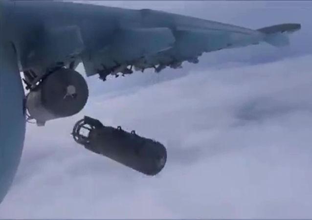 القوات الجوية-الفضائية الروسية تشن غارات على مواقع لتنظيم داعش في سوريا.