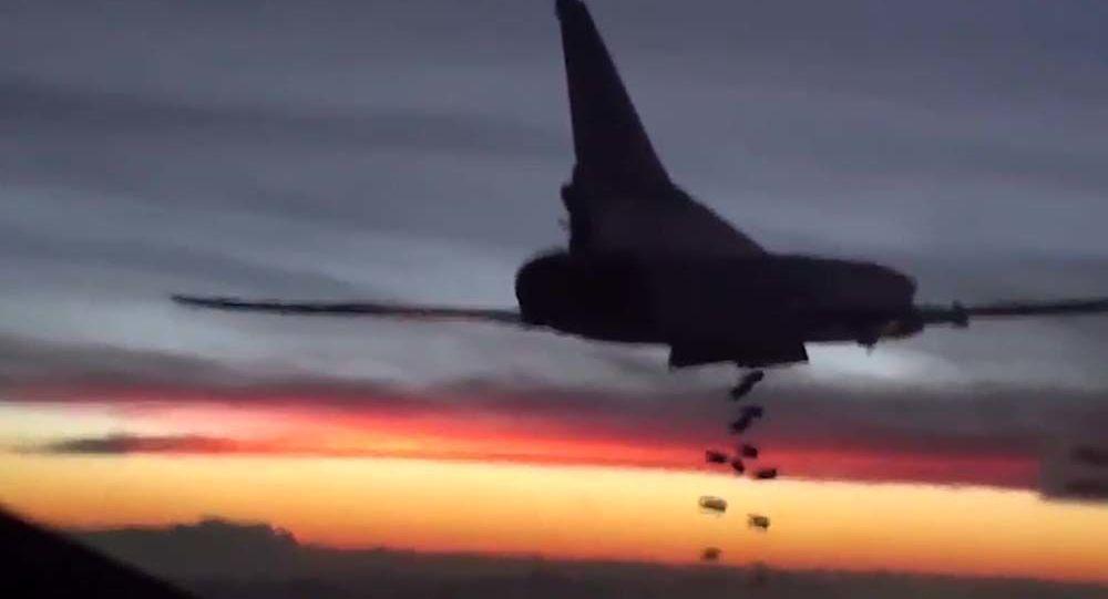 حلملة الصواريخ تو-22 تطلق صواريخ مجنحة على مواقع داعش في سوريا.