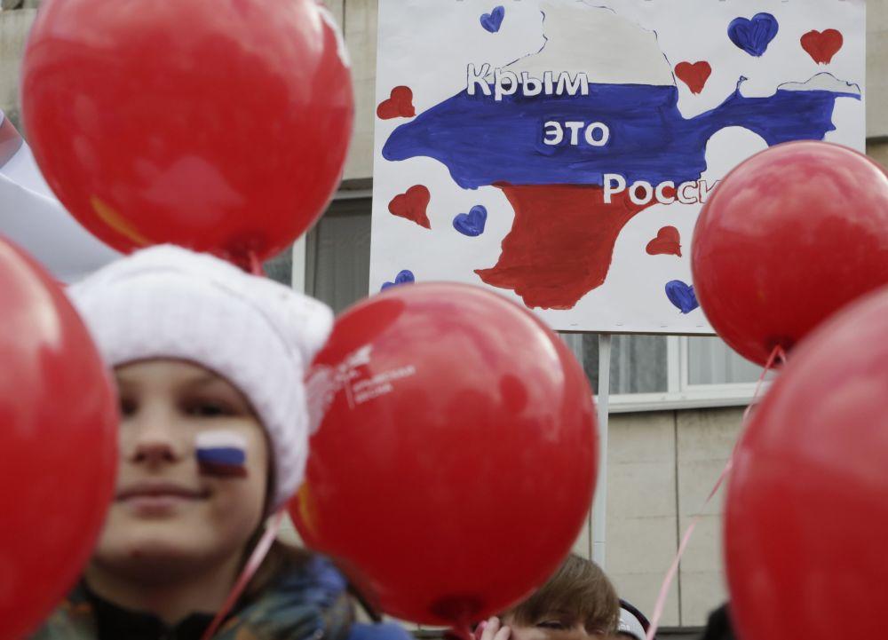 الاحتفال بإعادة توحيد شبه جزيرة القرم مع روسيا في سيمفروبل