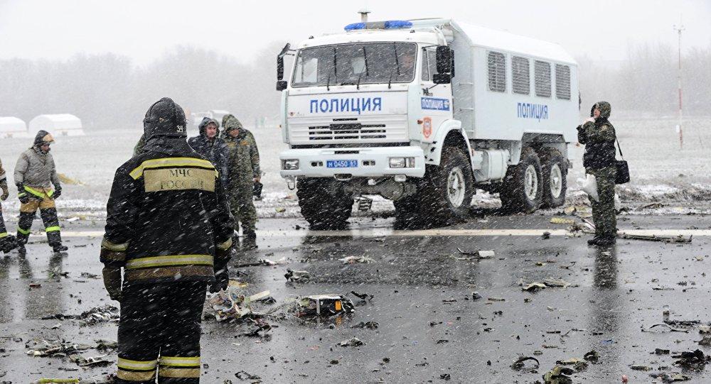 رجال إنقاذ في مطار روستوف