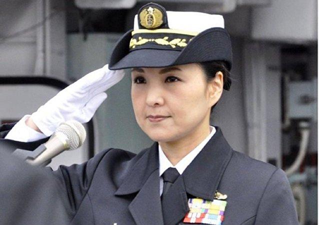 أول قائدة سفينة حربية